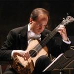 Marco Battaglia mentre suona-2